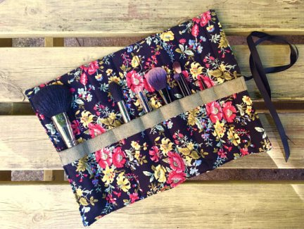 handmade_makeup_brush_roll_gift