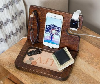 wooden_docking_station_iphone_fathers_day_gift