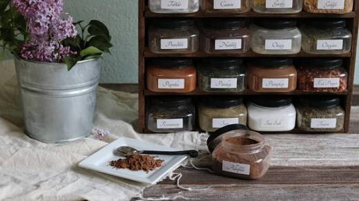 handmade-spice-rack-with-glass-jars